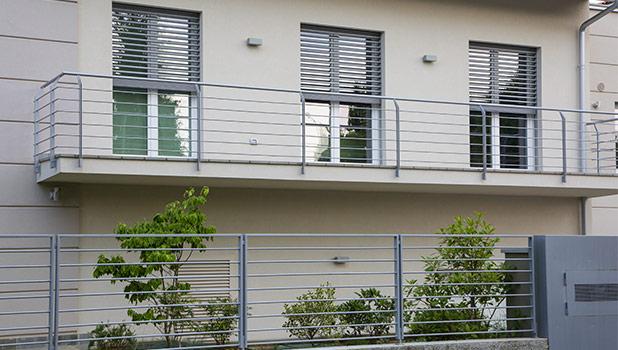 Frangisole in alluminio capelli serramenti for Oscuranti per recinzioni